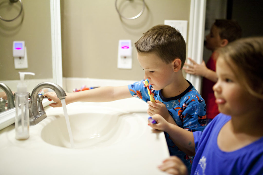 kids-brushing-teeth-Vaughn-Family-Dental-Best-Dentist-in-Independence-Missouri-MO
